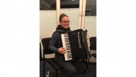 Ein neues Bassakkordeon für den Musik-Club Viöl 3
